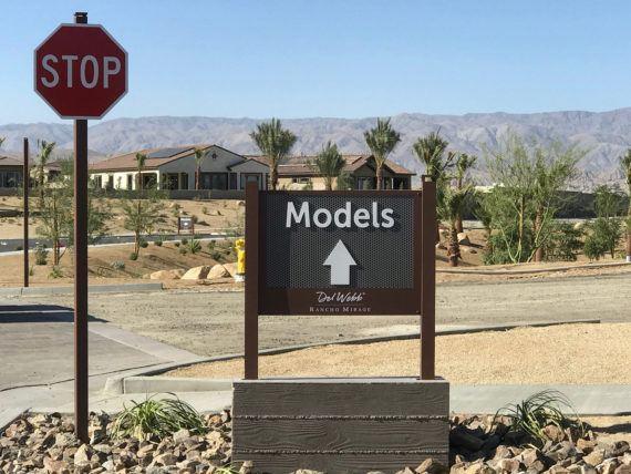 Model-Directional-Sign-2