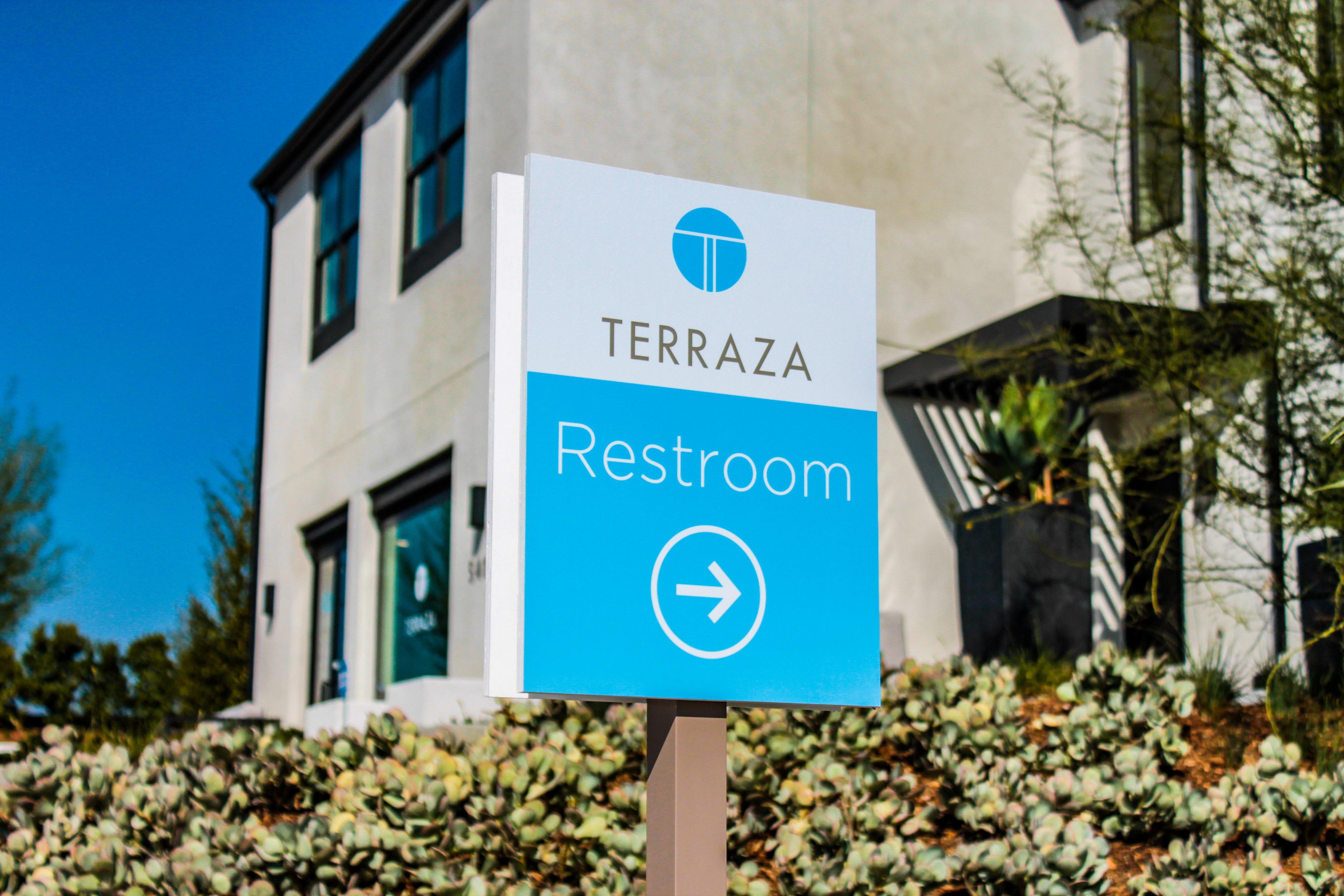 300-terraza-restroom2