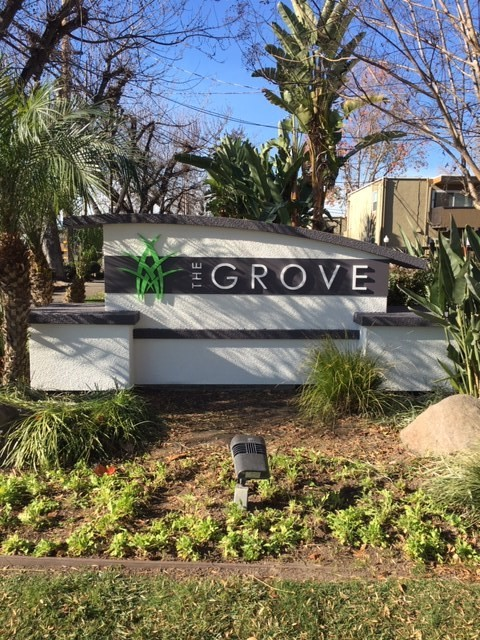 500 - The Grove - Monument Wall